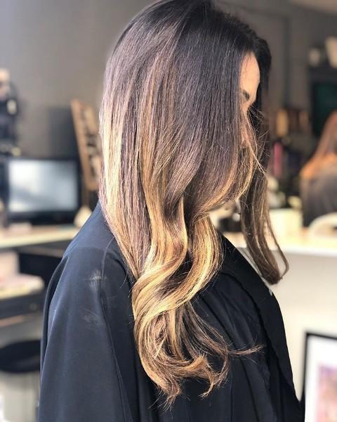 Coupe femme au salon Jennif' hair et beauty près de Cannes